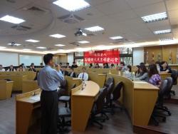 講座即將開始,學生們都準時入座聽講